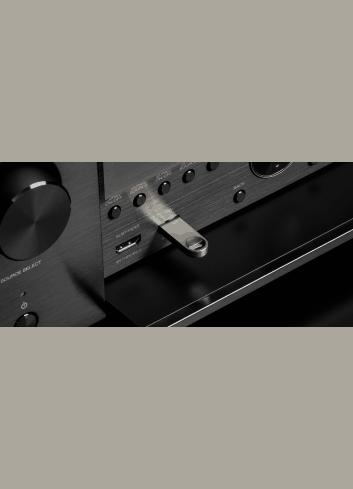 Amplificatore AV 11.2 canali 4K Ultra HD con Audio 3D e HEOS, Denon AVC-X6500H, vista frontale ingresso usb