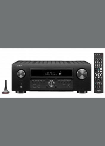 Amplificatore AV 11.2 canali 4K Ultra HD con Audio 3D e HEOS, Denon AVC-X6500H, vista frontale con teelcomando, finitura Nero