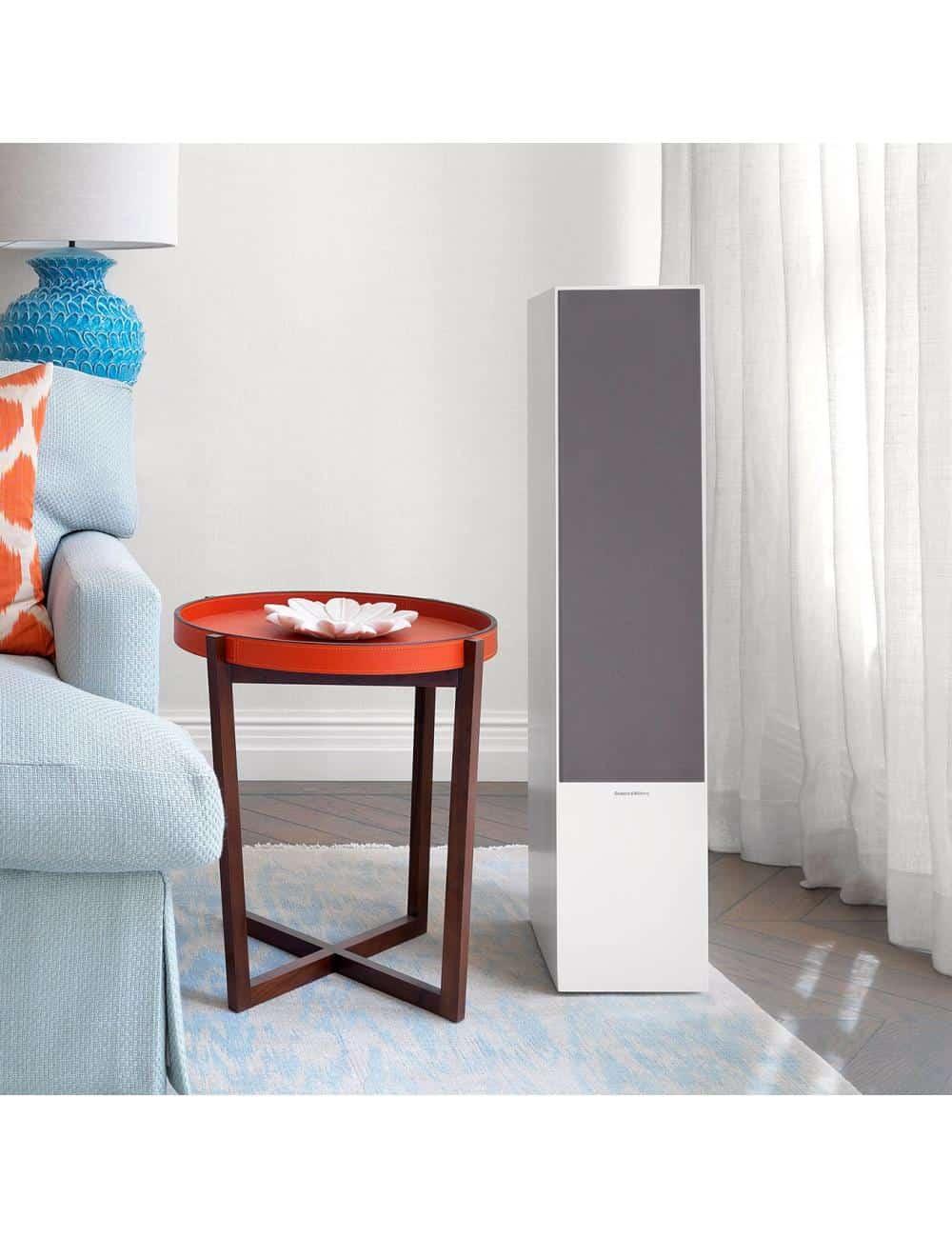 diffusori acustici da pavimento per hifi e home theater, Bowers & Wilkins 703, finitura bianco satinato ambiente