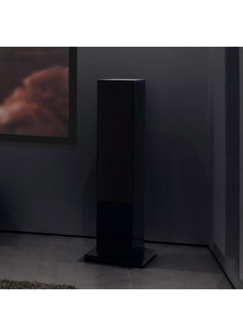 diffusori acustici da pavimento per hifi e home theater, Bowers & Wilkins 703, finitura nero lucido ambiente buio