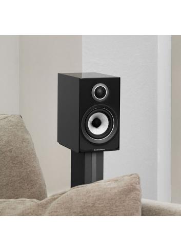 diffusori acustici da stand per hifi e home theater, Bowers & Wilkins 707, finitura nero lucido con stand dedicato