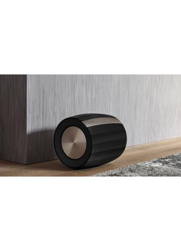 subwoofer amplificato HiFi wireless,  Bowers & Wilkins Formation Bass, vista in ambiente, finitura Nero