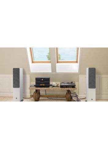 diffusori acustici da pavimento Dali Oberon 7 per HiFi e Home Cinema, finitura bianca con griglie in tessuto in ambiente