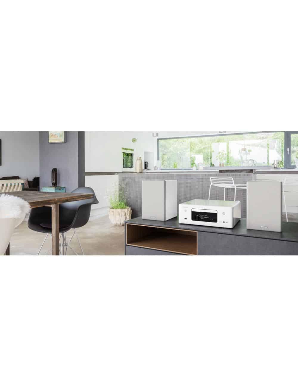 Denon CEOL N11DAB, sistema audio amplificato con Sintonizzatore DAB+ e FM -Lettore CD, Potenza 2x 30 W, bianco, lifestyle