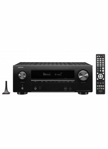 Sintoamplificatore AV 7.2 canali 4K Ultra HD con Audio 3D e HEOS, Denon AVR-X2600H, vista frontale con telecomando e microfono