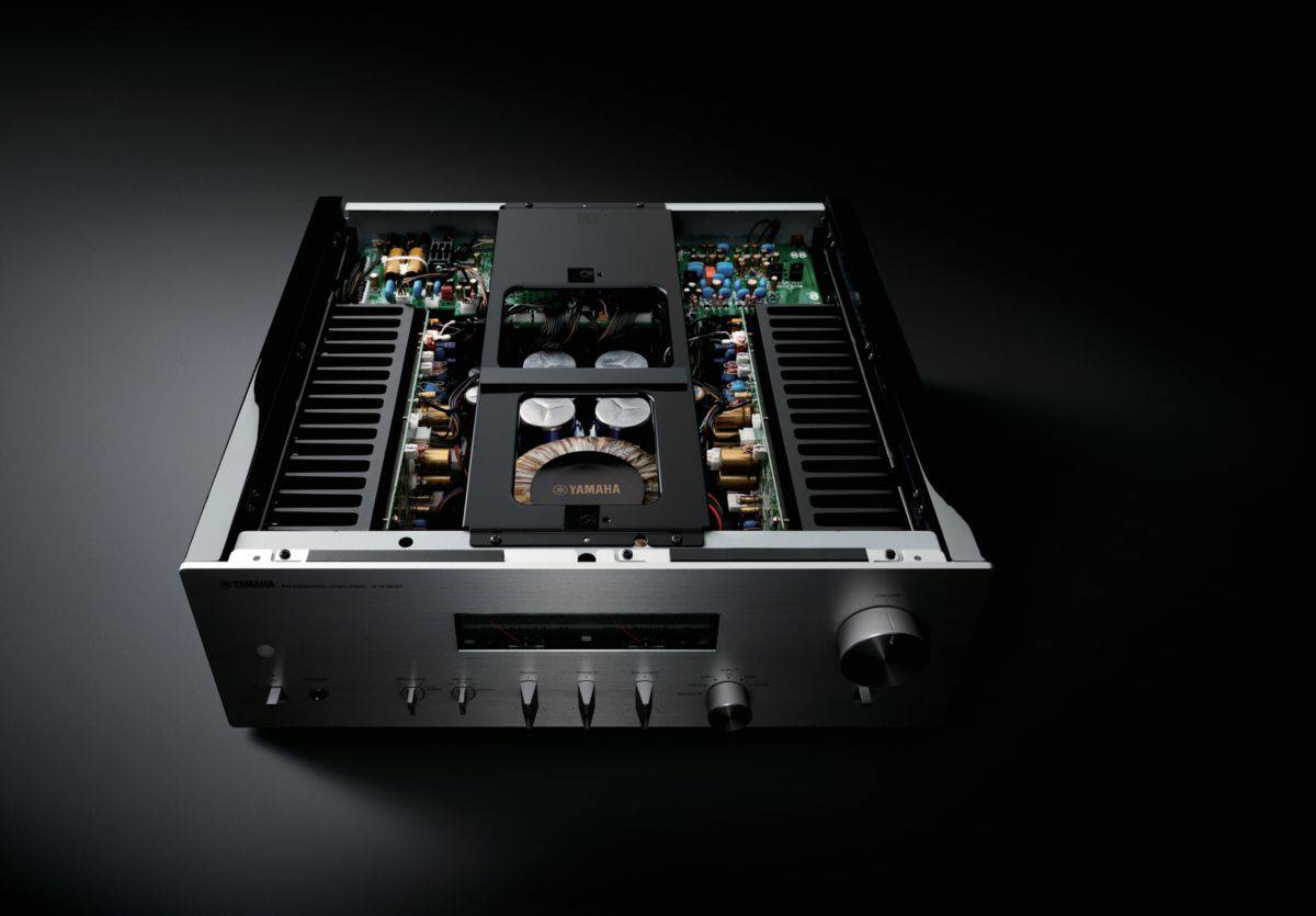 amplificatore integrato Yamaha A-S2200 vista interno